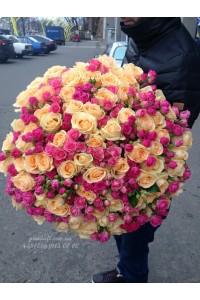 101 роза микс кремовых и розовых кустовых 80 см