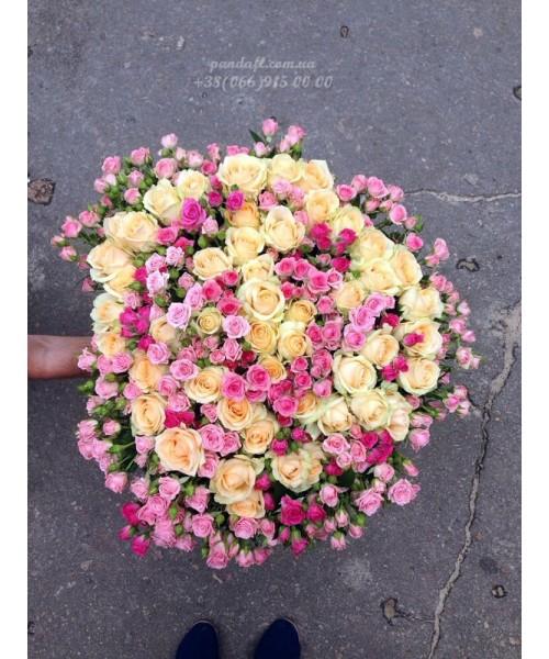 101 роза микс кремовой и 2 вида кустовых 60 см