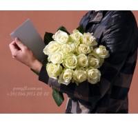 15 белых роз 70 см