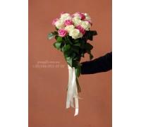15 роз микс белых и розовых 60 см