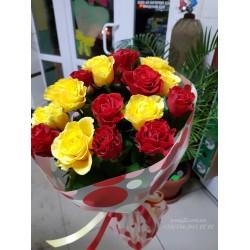 15 роз микс красных и желтых 60 см