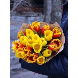 15 тюльпанов микс желтых и красных