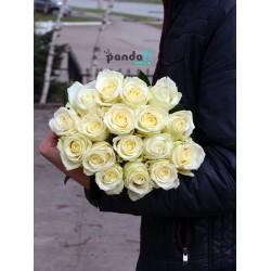 17 белых роз 60 см