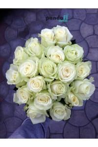 17 белых роз 70 см