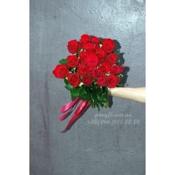 19 красных роз Гран При 80 см
