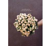 19 кустовых роз кремовых 40 см