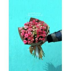 19 кустовых роз розовых 50 см