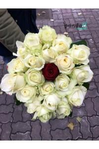 20 белых роз и 1 красная 60 см