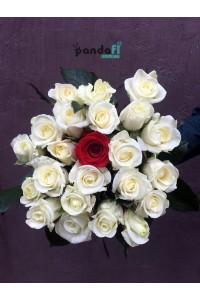 22 белых розы и 1 красная 60 см