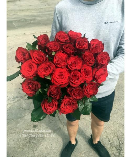 25 красных роз 70 см