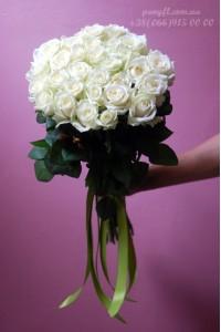 35 белых роз 60 см