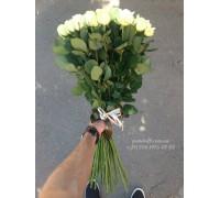 35 белых роз Аваланч 70 см