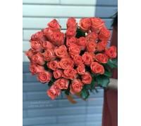 35 коралловых роз 70 см