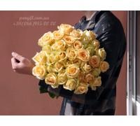 35 кремовых роз 80 см