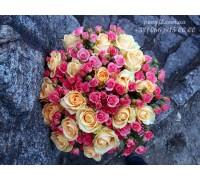 35 роз микс кремовых и кустовых 60 см