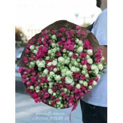 39 кустовых роз розовых и белых 65 см