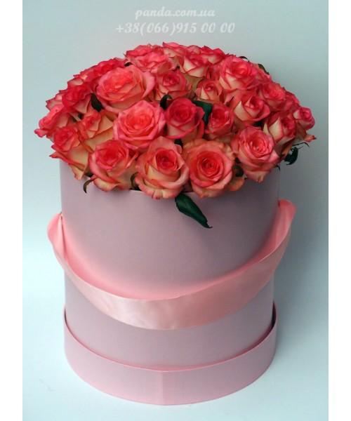 45 розовых роз в коробке