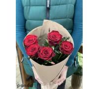 5 красных роз