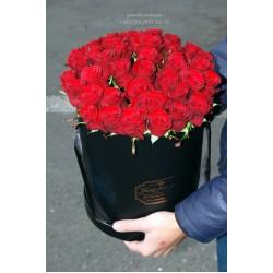 "51 красная роза в коробке ""Жгучая"""