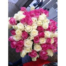 51 роза микс белых и розовых 70 см
