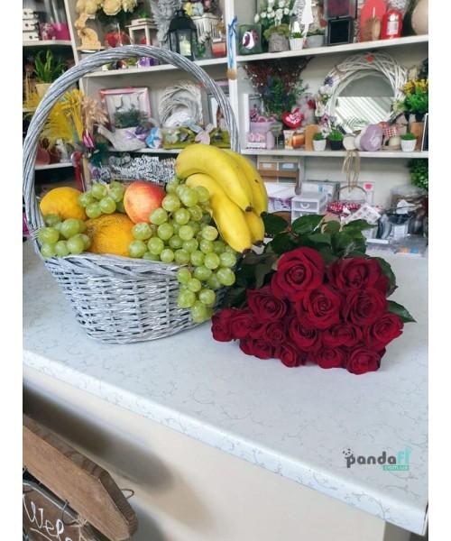 Набор корзина фруктов и 15 красных роз
