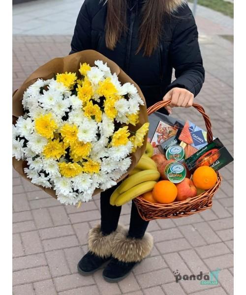 Набор корзина фруктов и букет 15 хризантем
