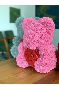 Розовый мишка из роз с сердцем