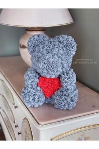 Серый мишка из роз с сердцем